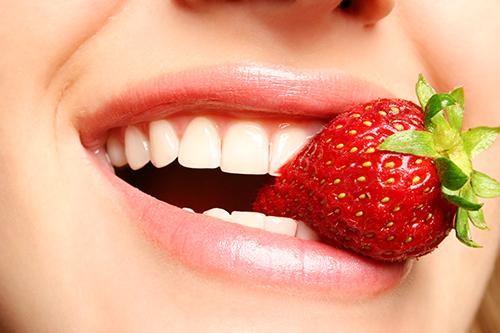 Image result for Dâu tây làm đẹp răng